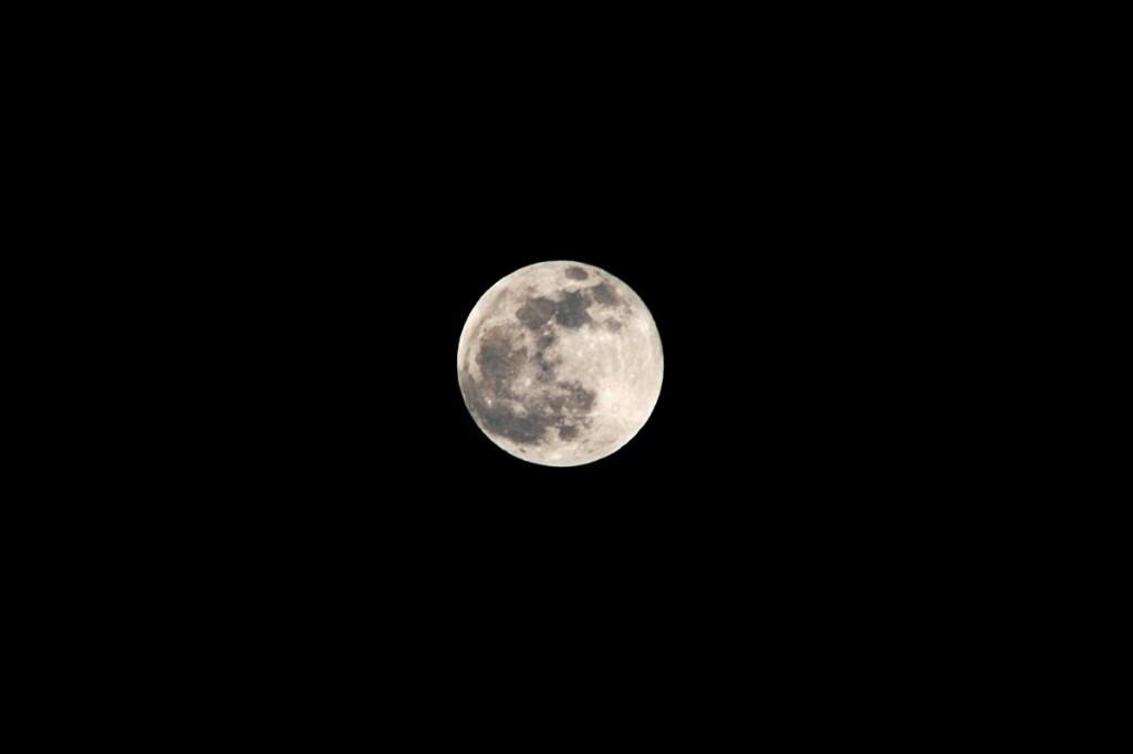 01_moon_pict9118u