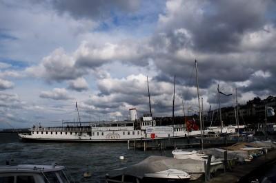 облаци над пристанището
