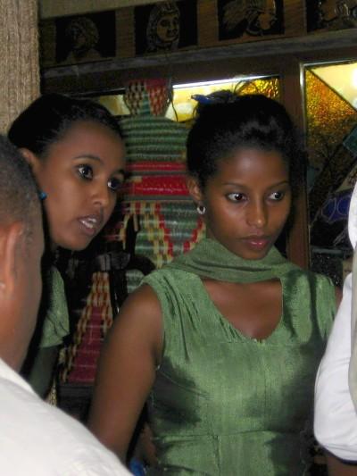 сервитьорките в Yod Abyssinia