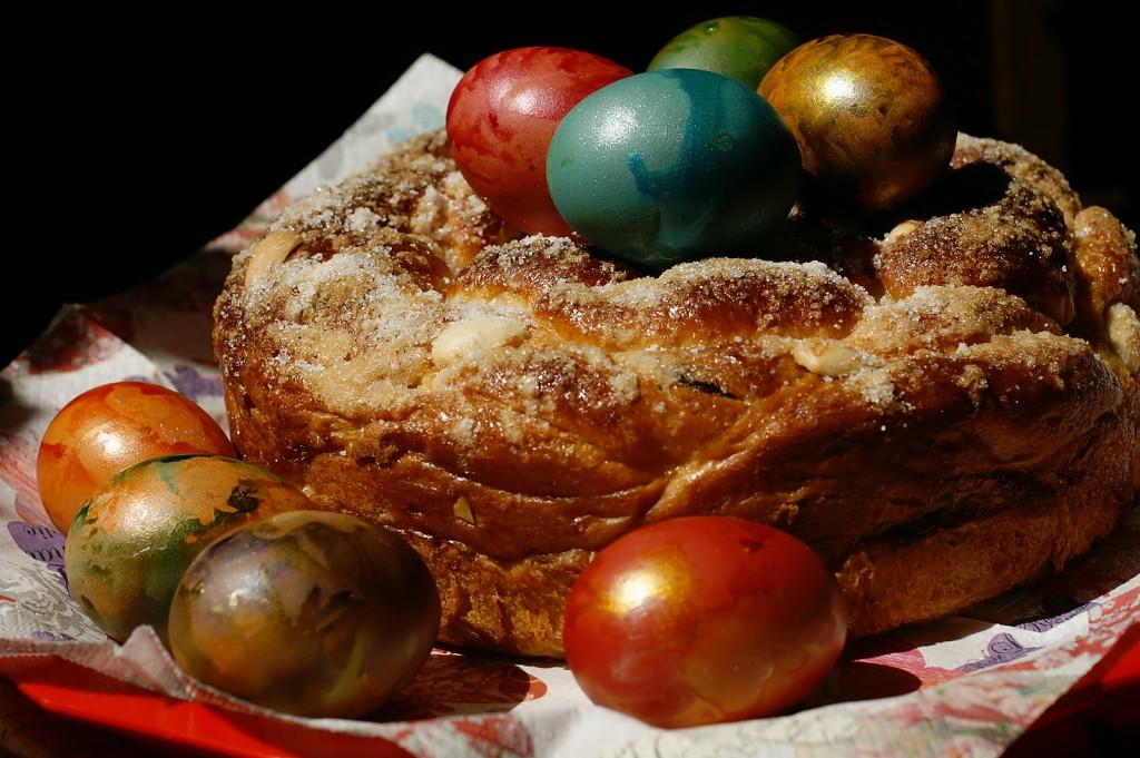 великденско клише - козунак с яйца